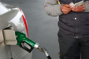 Мнение: В России цены на бензин - одна из социально значимых позиций