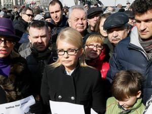 С вчерашнего вечера в столице Украины возле российской дипмиссии проходят беспорядки. Несмотря на то, что киевская полиция уже открыла уголовное дело по факту хулиганства, митингующих это мало остановило.