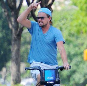 Леонардо ди Каприо совершил велопрогулку по улицам Нью-Йорка
