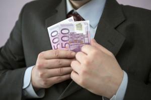 Федеральные власти собираются следить за крупными расходами россиян