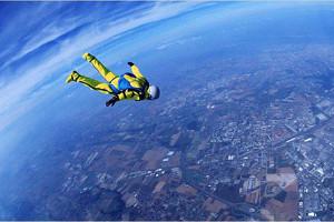 Американец преодолел 7,6 км без парашютаАмериканец преодолел 7,6 км без парашюта