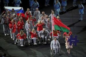 Белорусских паралимпийцев накажут за выход с флагом России