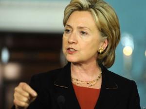 Хиллари Клинтон извинилась перед сторонниками Дональда Трампа