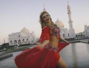 Следственный комитет Татарстана проверяет откровенный клип на фоне мечети