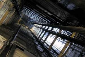 В центре Москвы обрушился лифт: есть жертвы