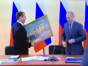 Владимир Путин подарил Дмитрию Медведеву картину «В цеху»