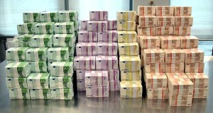 На счетах семьи Захарченко хранятся миллионы евро