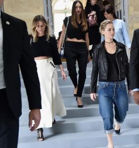 Дженнифер Лоуренс надела джинсы на шоу Christian Dior