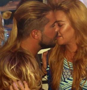 Камеры запечатлели поцелуй Линдси Лохан с новым бойфрендом