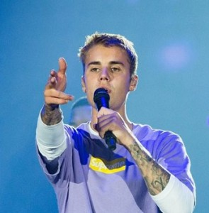 Фанатка Джастина Бибера оштрафован на 800 фунтов за громкое прослушивание песен кумира