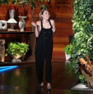 Майли Сайрус: я ношу обручальное кольцо потому что Лиам Хемсворт любит меня