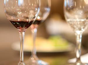 Минфин предлагает повысить акцизы на тихие вина