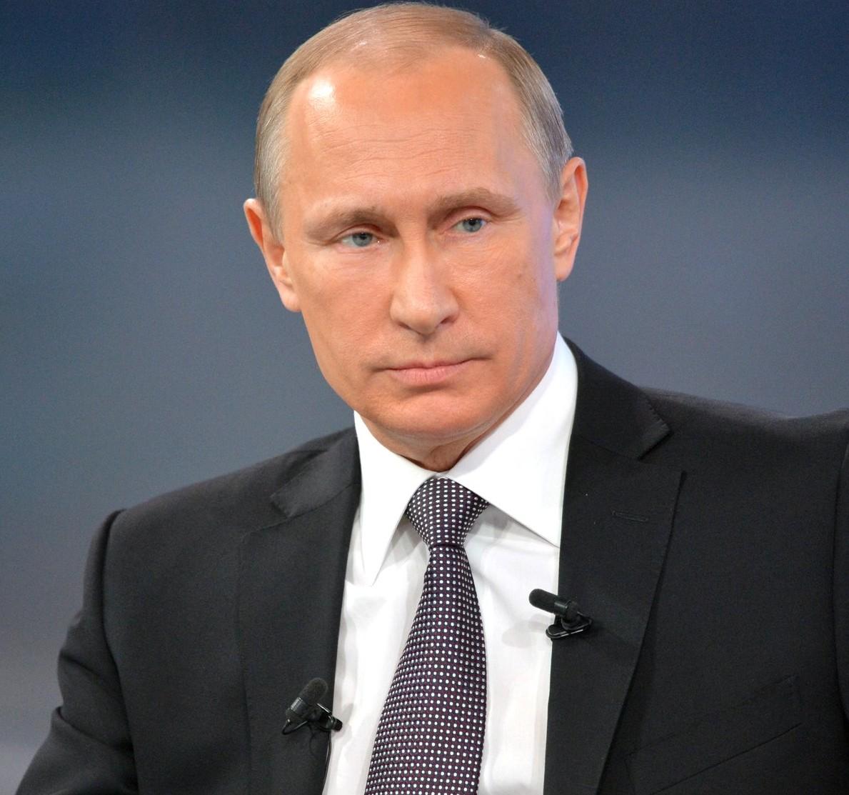 Владимир Путин отменил визит в Париж
