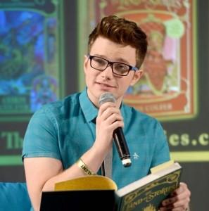 Крис Колфер рассказал о своих новых книгах на EW PopFest