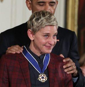 Эллен Дедженерес расплакалась во время церемонии вручения Президентской медали Свободы