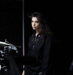 Певица Дуа Липа представила новый клип «Комната для двоих»