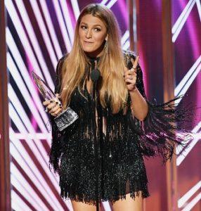 Блейк Лайвли поблагодарила мужа Райана Рейнольдса во время выступления на People's Choice Awards 2017