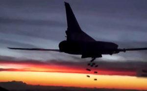 "SYRIA. NOVEMBER 19, 2015. A Tupolev Tu-22M3 long-range strategic bomber of the Russian Air Force's long-range aviation carrying out an airstrike on ISIS targets in Syria. Video screen grab. Russian Defence Ministry's Press and Information Department/TASS —ири€. 19 но€бр€ 2015. ƒальний бомбардировщик ""у-22ћ3 ƒальней авиации ¬оенно-космических сил –оссии во врем€ нанесени€ удара по объектам террористической группировки »√. —нимок с видео. ""правление пресс-службы и информации ћинобороны –'/""ј——"